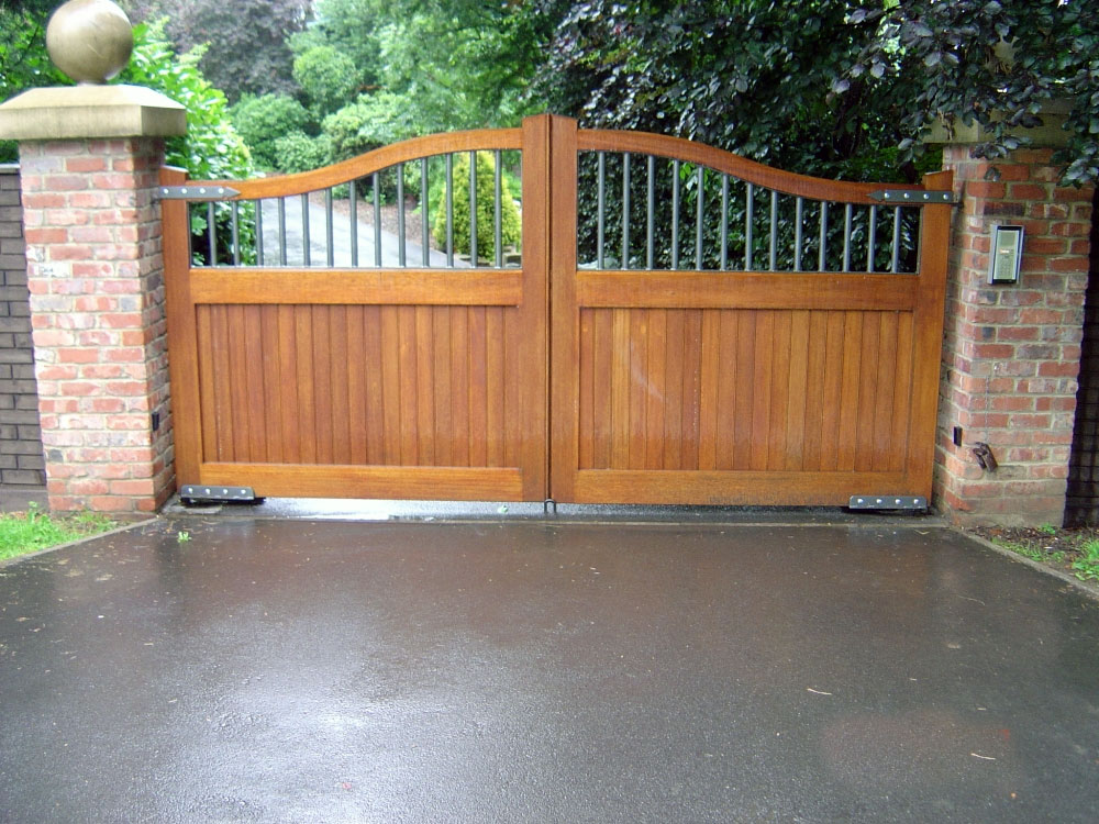 Wooden gates driveway gates field and garden gates for Wooden sliding driveway gates